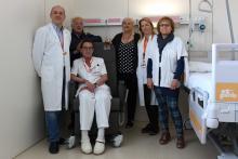El director de l'Oncotrail, Lluís Comet, i la presidenta de la Fundació Oncolliga Girona, Lluïsa Ferrer, han visitat les dues plantes on s'han instal·lat les butaques, acompanyats per Glòria Padura, directora de l'Hospital Universitari de Girona Dr. Josep Trueta, i David Gallardo, director assistencial de l'ICO Girona. També els han acompanyat la directora d'Infermeria de l'Hospital Trueta, Pilar Solé, i l'adjunta a Direcció de Cures de l'ICO Girona, Imma Brao