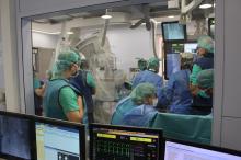 Durant el procediment d'implant de la TAVI a la sala d'hemodinàmia.