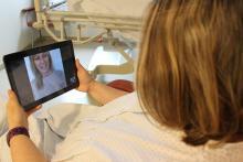 Una pacient durant una videotrucada