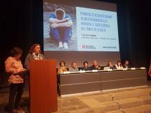 Un moment de la presentació de la taula rodona, a càrrec de Sílvia Casellas de la DGAIA i Meia Faixedas, del CatSalut